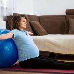 Упражнения, которые облегчат роды