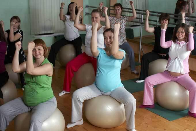 Групповые занятия фитнесом для беременных