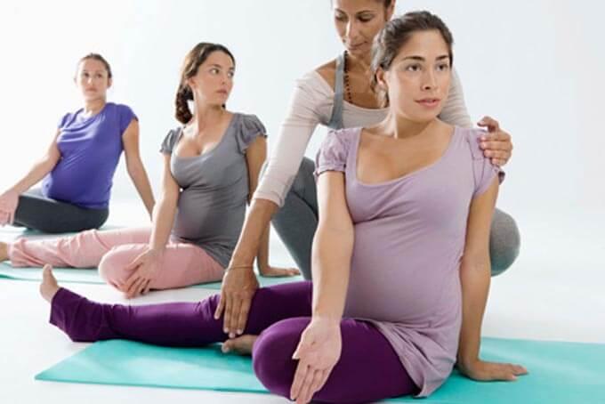 беременные занимаются фитнесом